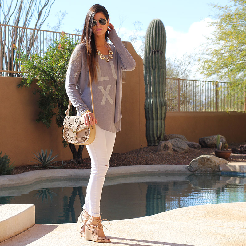 Graphic Top and White Skinny Jeans and Nude Crossbody Purse